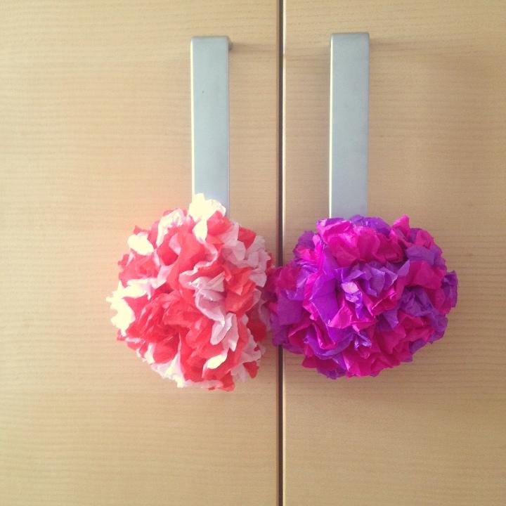 İki renkli ponponların hikayesi / The story of bicolored pompoms